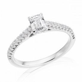 French Cut setting with central Emerald Cut Diamond